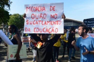 educação no Brasil - sucateamento da educação