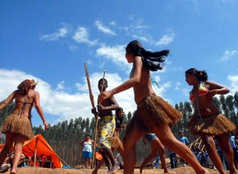 convívio social - dança indígena