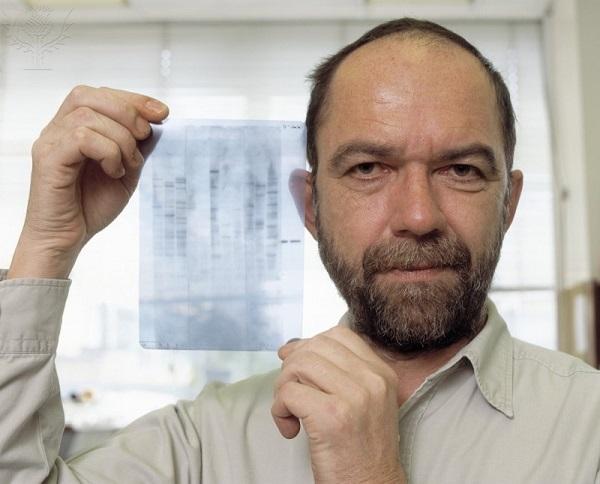 Sir Alec John Jeffreys, o inventor da técnica de identificação por DNA.
