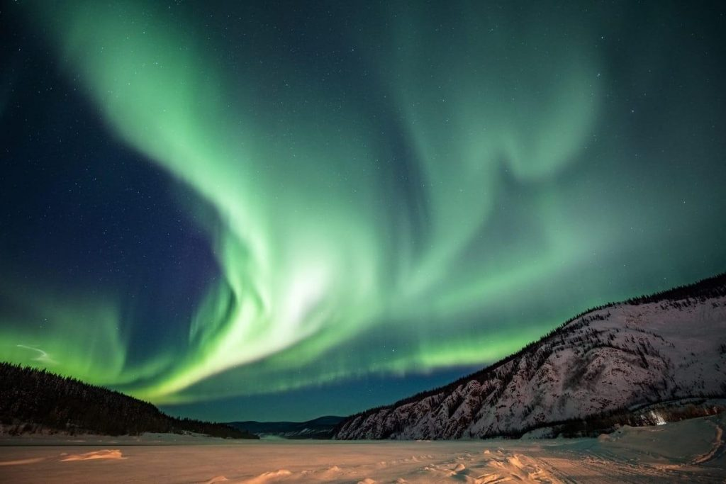 Figura 1 – Aurora boreal fotografada em Whitehorse, no território de Yukon (Canadá) para exemplificar Fenômenos meteorológicos e previsão do tempo